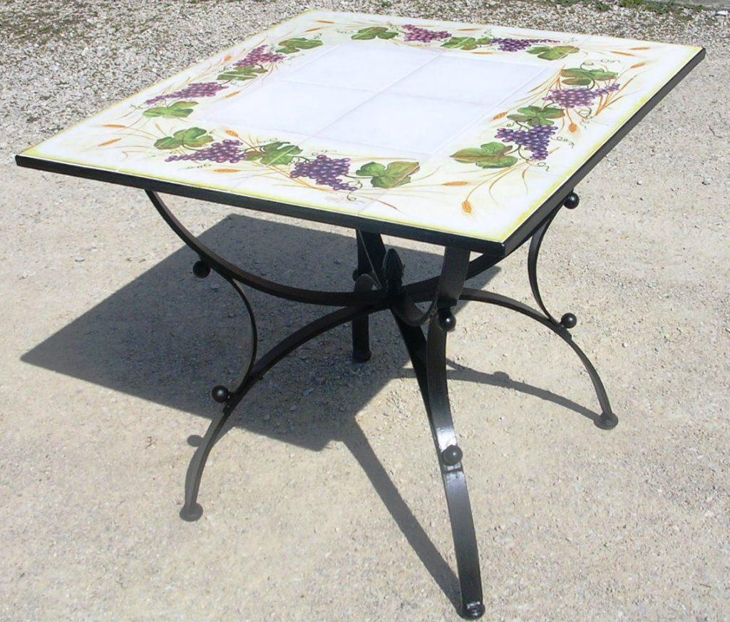 Tavolo da giardino cm.80x80 con mattonelle in ceramica dipinte a mano