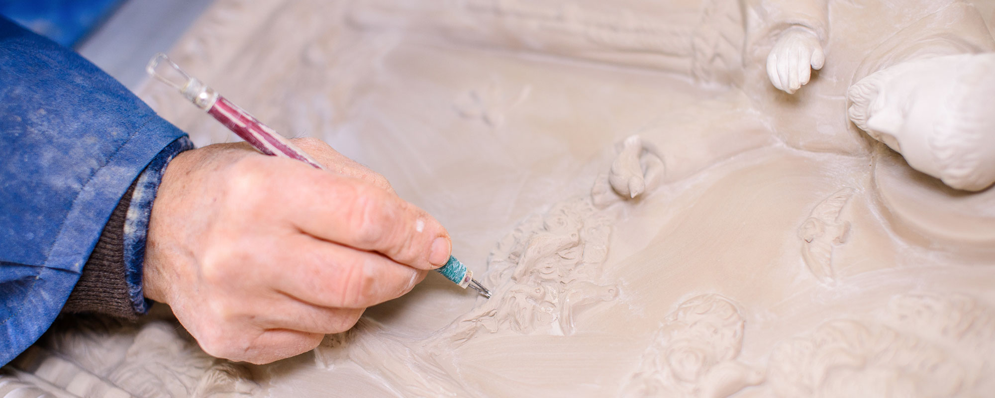 """""""Per ottenere il risultato finale un oggetto viene toccato dalle mani dell'artigiano anche fino a 30 volte"""""""